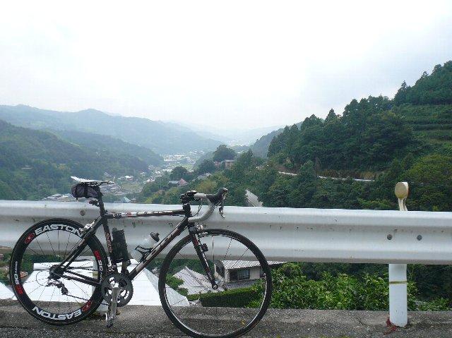 雨の神山走